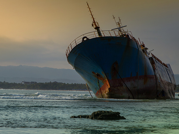 shipwreck-in-south-java-coastline-MUYG8YT_600x450